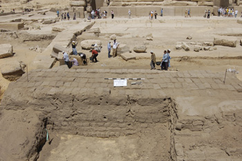 First section of the mudbrick wall found in front of Khafre's valley temple at Giza (Photo: SCA)