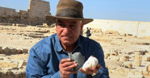Dr,Zahi Hawass ans the uncovered fragments